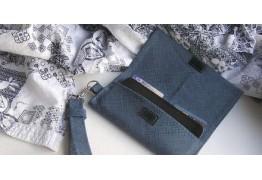 Кожаный чехол с карманом для карт и ручкой