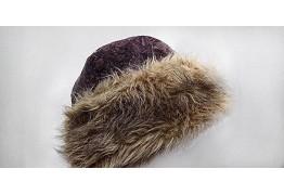 Зимняя шапка с широкой меховой оторочкой