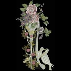 Дизайн машинной вышивки Туфелька с розами и голубями скачать