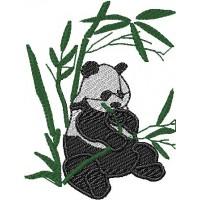 Дизайн машинной вышивки Панда ест бамбук скачать