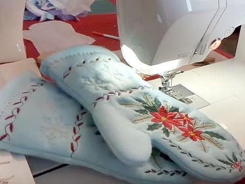 Видеокурс Видеокурс по шитью: Пошив рукавичек-прихваток с машинной вышивкой скачать