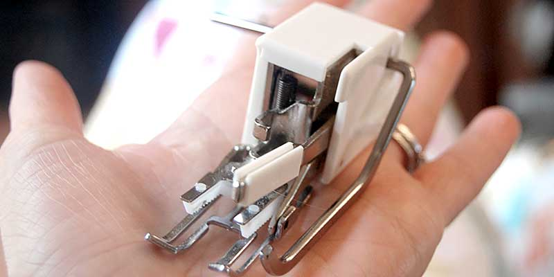 Как установить транспортер на швейную машинку