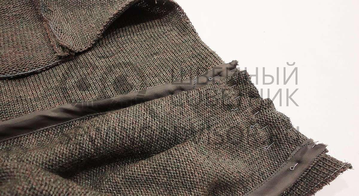 Укладываем детали шарфа и приметываем их