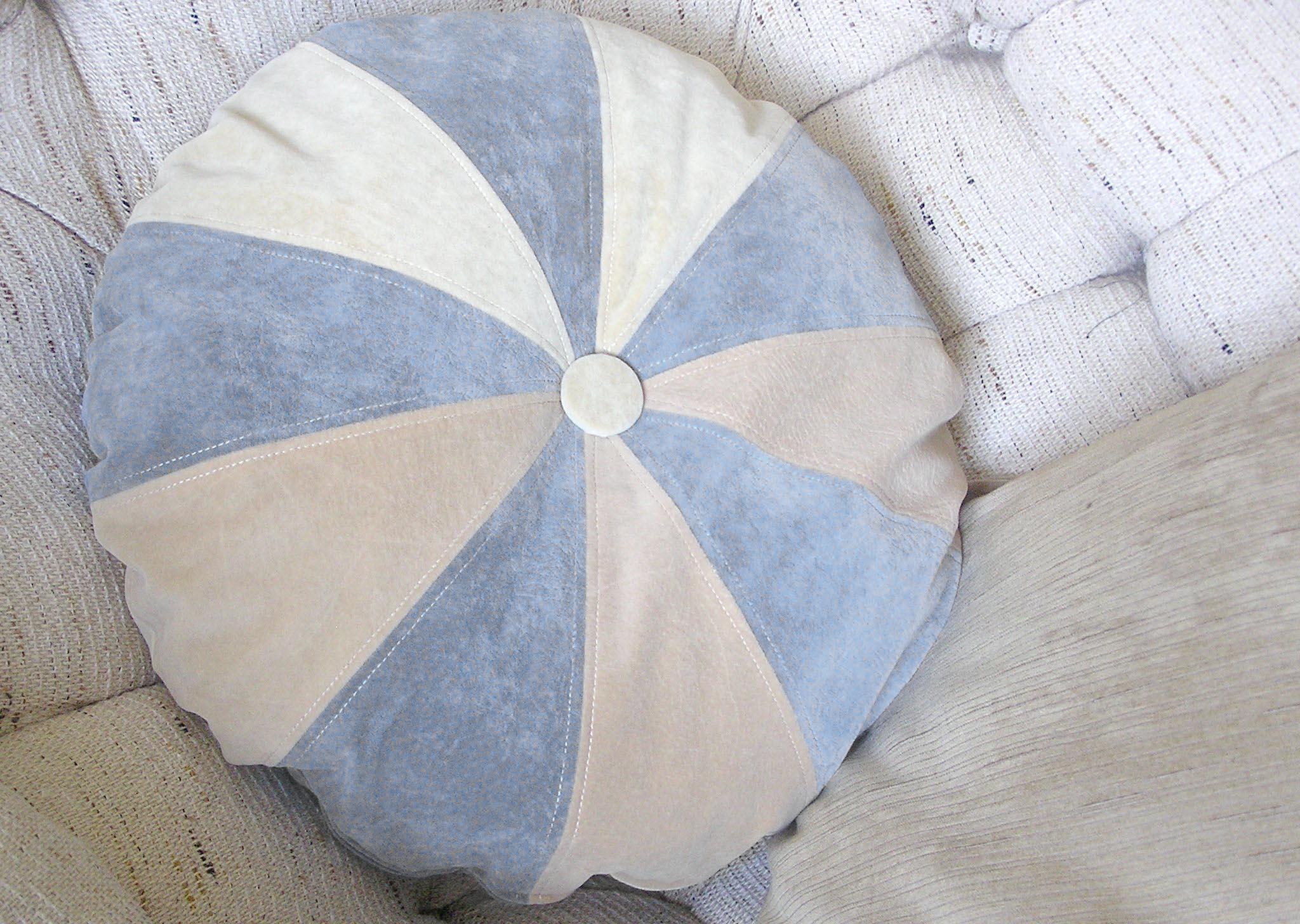 Как сшить круглую подушку с фото 22