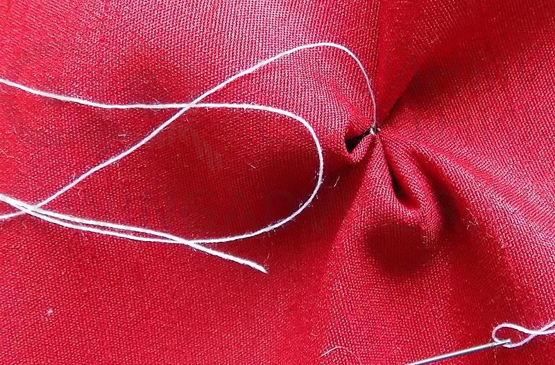 Стяните нитку для лепестка
